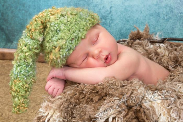 Baby met kaboutermutsje