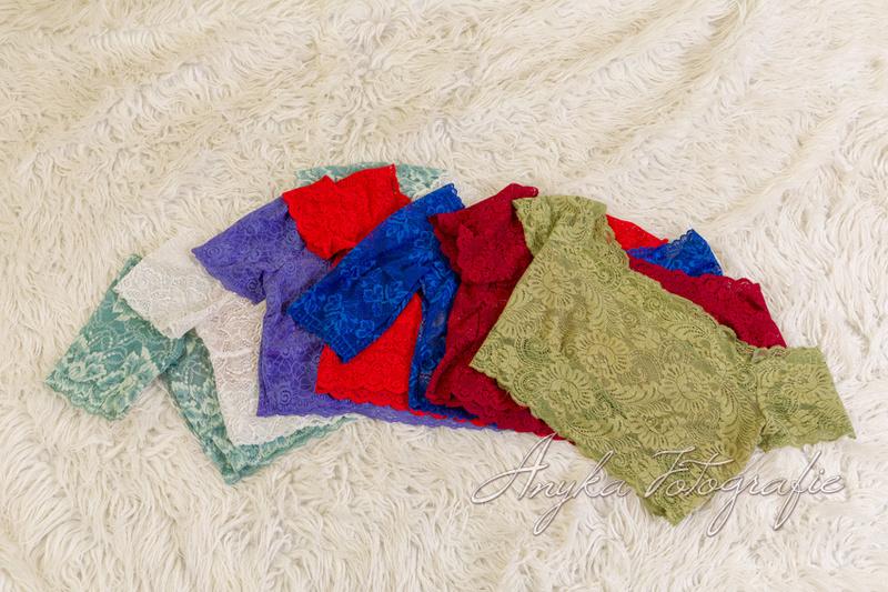 Studio Anyka heeft kanten topjes in vele kleuren voor zwangerschapsfoto's