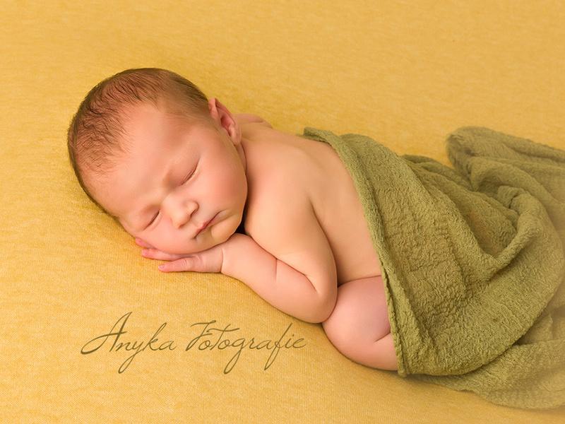 De simpelste buik-pose voor een pasgeboren baby'tje