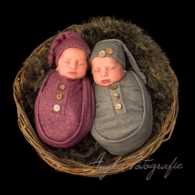 Lekker warm gewrapt: een newbron tweeling tijdens hun fotoshoot - 02446