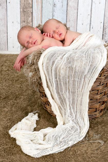Babyfoto slapende tweelingen