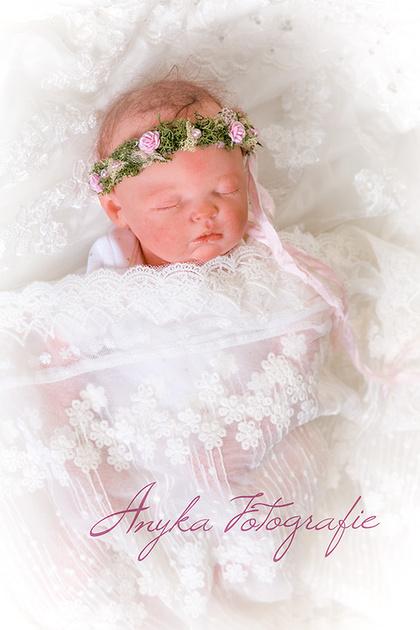 Studio Anyka Newborn Baby Fotoshoot Met Bruidsjurk
